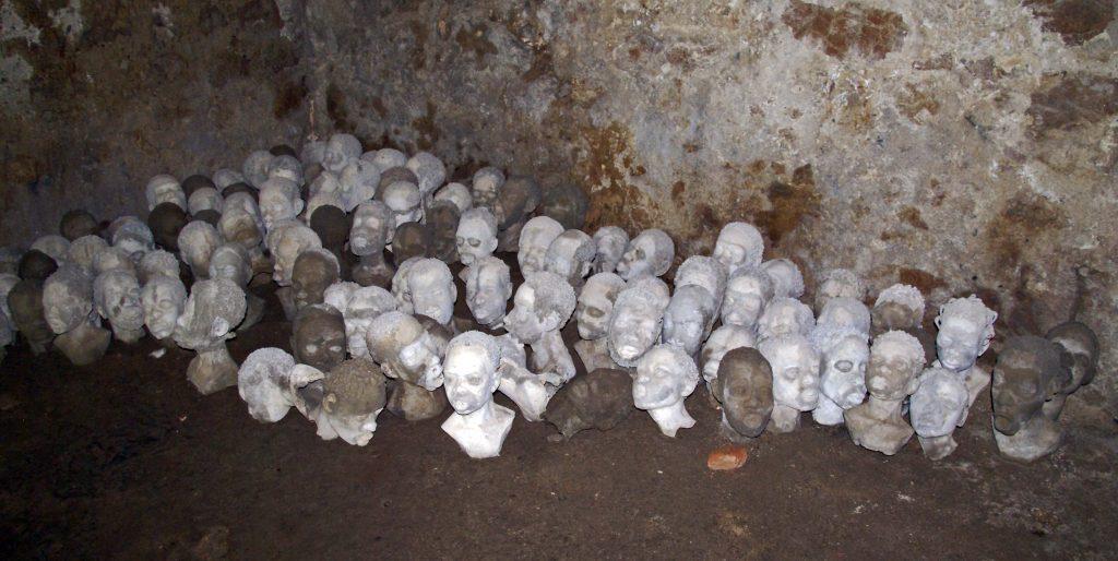 Bustos en las mazmorras, Castillo de Cape Coast, Ghana