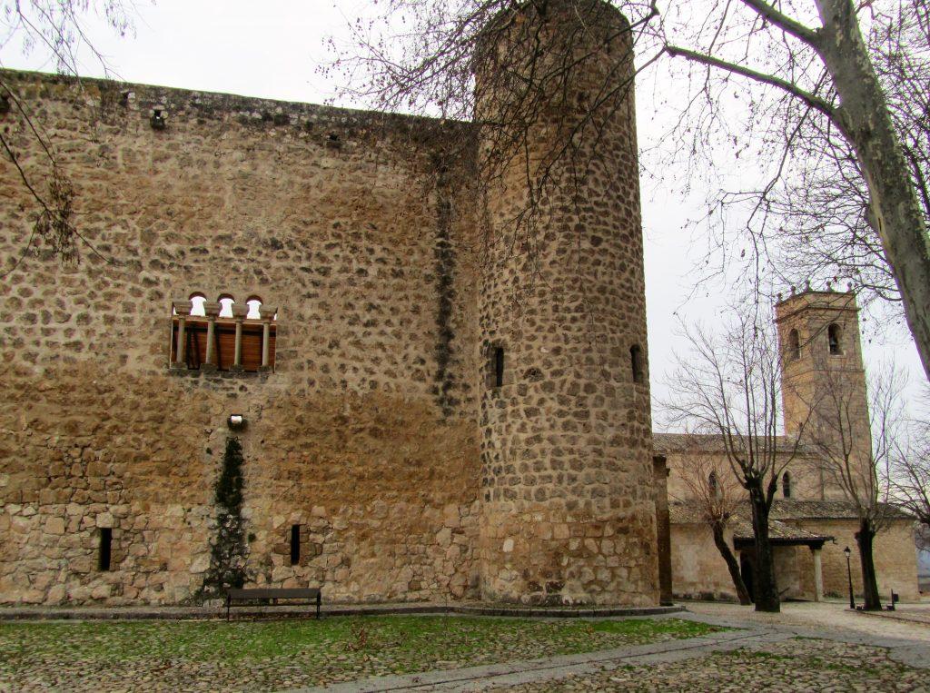 Castillo de la Piedra Bermeja y la iglesia de Santa Maria de la Peña