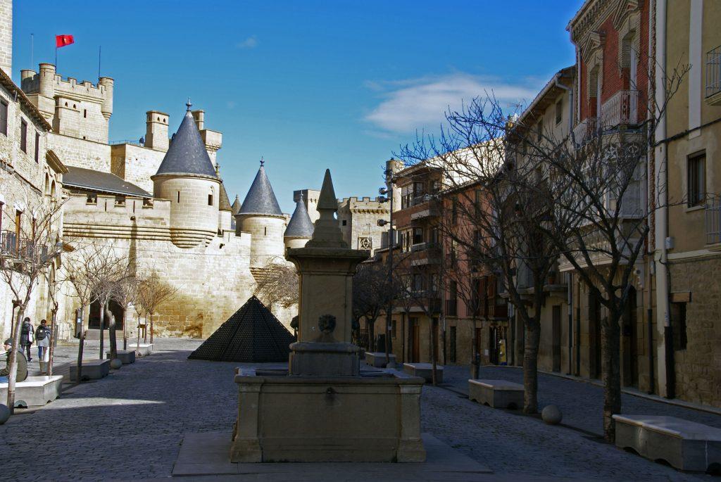 Vistas del Palacio desde la Plaza de Carlos III, Olite, Navarra