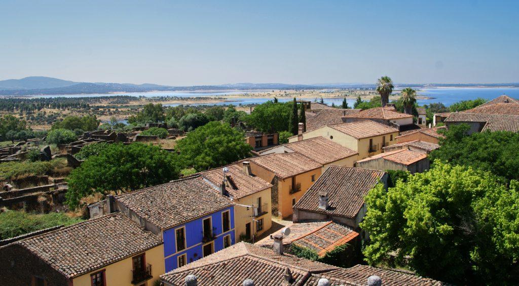 Granadilla, uno de los pueblos abandonados más bonitos de España.